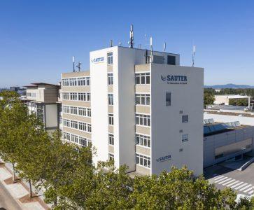 Sauter Controls: Baukastenprinzip für die digitale Gebäudeautomation